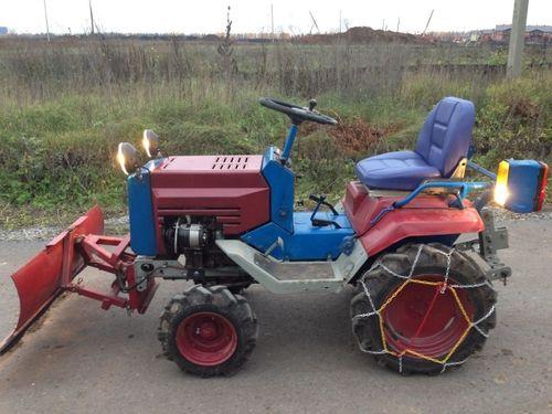 Minitraktor_kmz-012_01